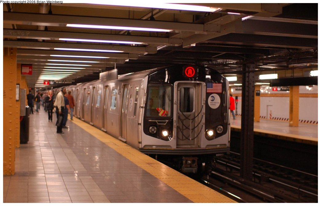 (183k, 1044x673)<br><b>Country:</b> United States<br><b>City:</b> New York<br><b>System:</b> New York City Transit<br><b>Line:</b> IND 8th Avenue Line<br><b>Location:</b> 14th Street<br><b>Route:</b> A<br><b>Car:</b> R-160A-2 (Alstom, 2005-2008, 5 car sets) 8662 <br><b>Photo by:</b> Brian Weinberg<br><b>Date:</b> 10/17/2006<br><b>Notes:</b> Second day of 30 day test.<br><b>Viewed (this week/total):</b> 6 / 8604