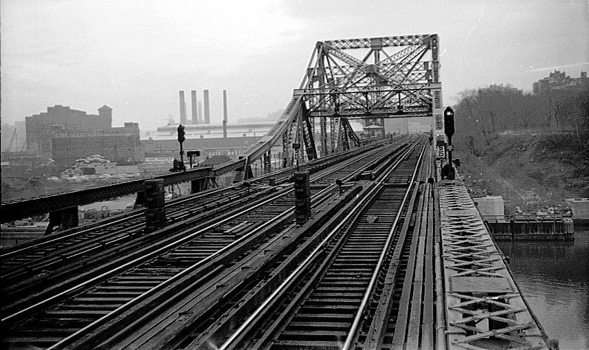 (112k, 857x509)<br><b>Country:</b> United States<br><b>City:</b> New York<br><b>System:</b> New York City Transit<br><b>Line:</b> IRT West Side Line<br><b>Location:</b> Broadway Bridge <br><b>Photo by:</b> Cameron W. Reed<br><b>Date:</b> 12/23/1960<br><b>Notes:</b> Old Broadway Bridge, still in place<br><b>Viewed (this week/total):</b> 3 / 2990