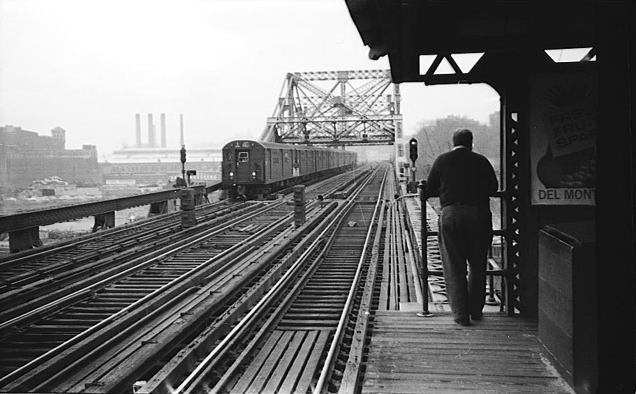 (91k, 911x565)<br><b>Country:</b> United States<br><b>City:</b> New York<br><b>System:</b> New York City Transit<br><b>Line:</b> IRT West Side Line<br><b>Location:</b> Broadway Bridge <br><b>Car:</b> R-21/R-22 Series (Number Unknown)  <br><b>Photo by:</b> Cameron W. Reed<br><b>Date:</b> 12/23/1960<br><b>Notes:</b> Old Broadway Bridge, still in place<br><b>Viewed (this week/total):</b> 8 / 5088
