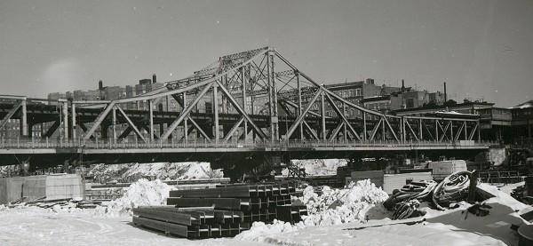 (60k, 600x277)<br><b>Country:</b> United States<br><b>City:</b> New York<br><b>System:</b> New York City Transit<br><b>Line:</b> IRT West Side Line<br><b>Location:</b> Broadway Bridge <br><b>Photo by:</b> Cameron W. Reed<br><b>Date:</b> 12/23/1960<br><b>Notes:</b> Old Broadway Bridge, still in place<br><b>Viewed (this week/total):</b> 4 / 3328