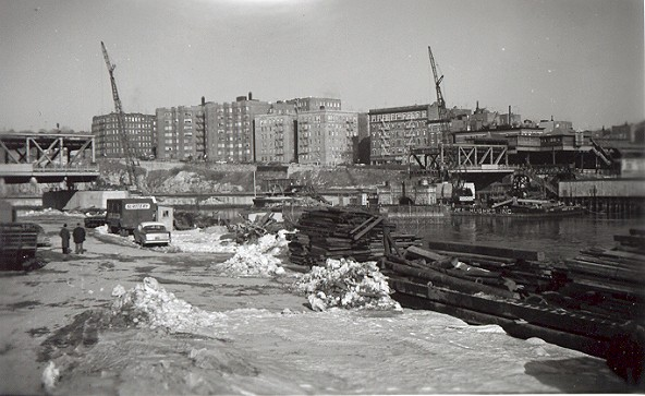 (72k, 592x363)<br><b>Country:</b> United States<br><b>City:</b> New York<br><b>System:</b> New York City Transit<br><b>Line:</b> IRT West Side Line<br><b>Location:</b> Broadway Bridge <br><b>Photo by:</b> Cameron W. Reed<br><b>Date:</b> 12/24/1960<br><b>Notes:</b> Old bridge being removed<br><b>Viewed (this week/total):</b> 0 / 2615