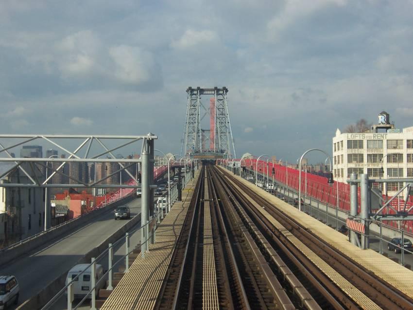 (71k, 850x637)<br><b>Country:</b> United States<br><b>City:</b> New York<br><b>System:</b> New York City Transit<br><b>Line:</b> BMT Nassau Street/Jamaica Line<br><b>Location:</b> Williamsburg Bridge<br><b>Photo by:</b> Michael Korby<br><b>Date:</b> 1/2004<br><b>Viewed (this week/total):</b> 4 / 3827