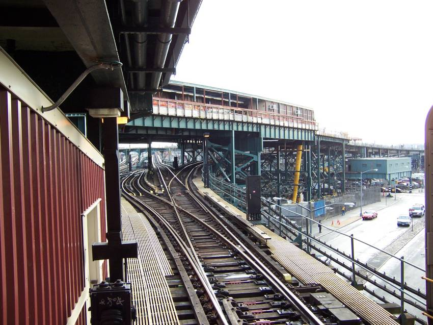(102k, 850x637)<br><b>Country:</b> United States<br><b>City:</b> New York<br><b>System:</b> New York City Transit<br><b>Line:</b> BMT Nassau Street/Jamaica Line<br><b>Location:</b> Broadway/East New York (Broadway Junction) <br><b>Photo by:</b> Michael Korby<br><b>Date:</b> 1/2004<br><b>Viewed (this week/total):</b> 0 / 4418
