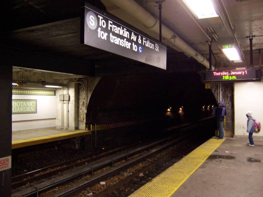 (55k, 850x637)<br><b>Country:</b> United States<br><b>City:</b> New York<br><b>System:</b> New York City Transit<br><b>Line:</b> BMT Franklin<br><b>Location:</b> Botanic Garden <br><b>Route:</b> Franklin Shuttle<br><b>Photo by:</b> Michael Korby<br><b>Date:</b> 1/2004<br><b>Viewed (this week/total):</b> 1 / 7776
