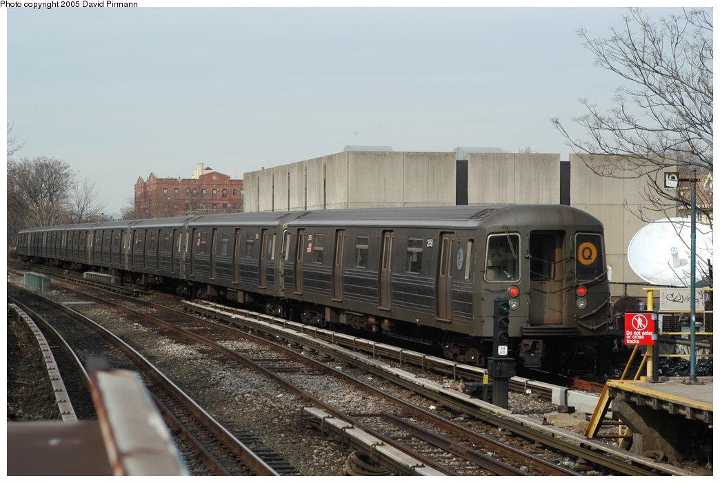 (201k, 1044x701)<br><b>Country:</b> United States<br><b>City:</b> New York<br><b>System:</b> New York City Transit<br><b>Line:</b> BMT Brighton Line<br><b>Location:</b> Kings Highway <br><b>Route:</b> Q<br><b>Car:</b> R-68 (Westinghouse-Amrail, 1986-1988)  2858 <br><b>Photo by:</b> David Pirmann<br><b>Date:</b> 2/29/2004<br><b>Viewed (this week/total):</b> 3 / 3140