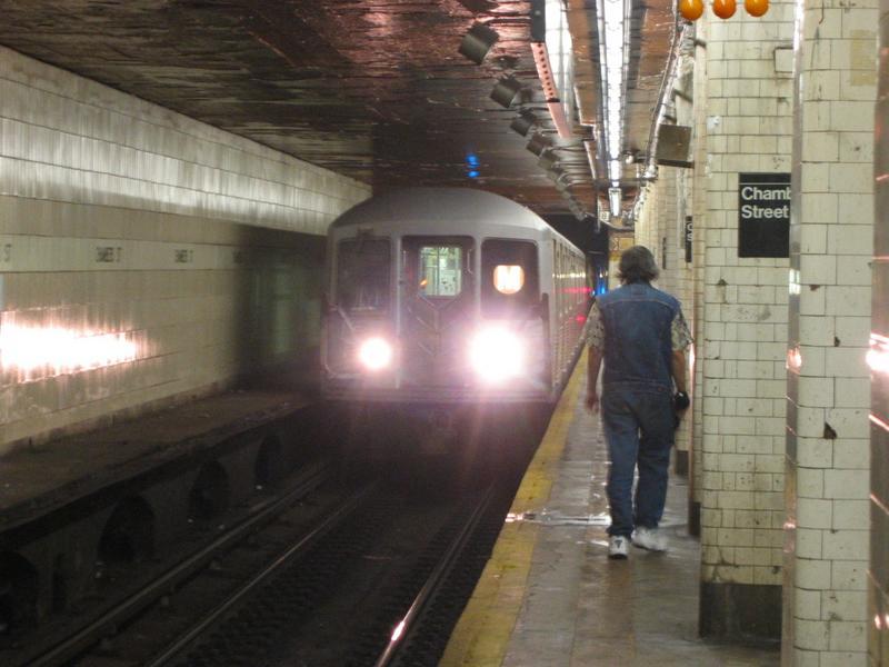 (66k, 800x600)<br><b>Country:</b> United States<br><b>City:</b> New York<br><b>System:</b> New York City Transit<br><b>Line:</b> BMT Nassau Street/Jamaica Line<br><b>Location:</b> Chambers Street <br><b>Route:</b> M<br><b>Car:</b> R-42 (St. Louis, 1969-1970)   <br><b>Photo by:</b> Mike DiMeglio<br><b>Date:</b> 6/12/2002<br><b>Viewed (this week/total):</b> 0 / 7417