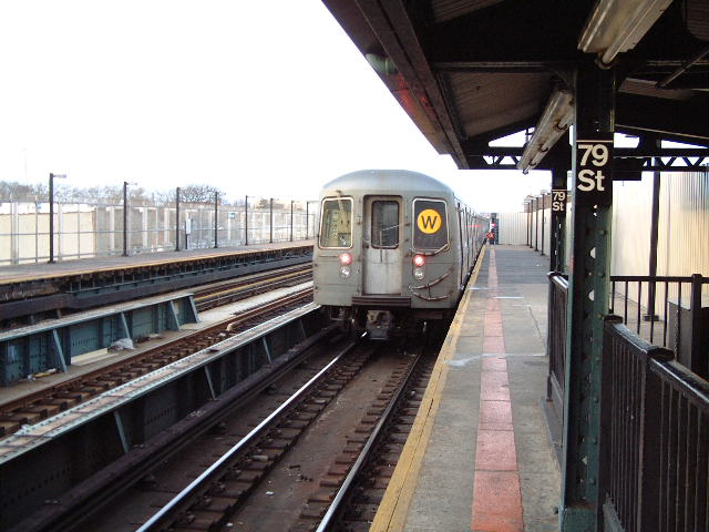 (71k, 640x480)<br><b>Country:</b> United States<br><b>City:</b> New York<br><b>System:</b> New York City Transit<br><b>Line:</b> BMT West End Line<br><b>Location:</b> 79th Street <br><b>Route:</b> W<br><b>Car:</b> R-68A (Kawasaki, 1988-1989)  5033 <br><b>Photo by:</b> Mike DiMeglio<br><b>Date:</b> 3/9/2002<br><b>Viewed (this week/total):</b> 2 / 6197