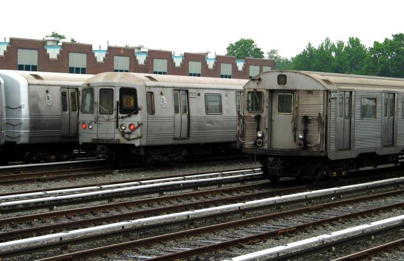 (71k, 800x518)<br><b>Country:</b> United States<br><b>City:</b> New York<br><b>System:</b> New York City Transit<br><b>Location:</b> Jamaica Yard/Shops<br><b>Car:</b> R-46 (Pullman-Standard, 1974-75) 5530 <br><b>Photo by:</b> David of Broadway<br><b>Date:</b> 6/8/2003<br><b>Viewed (this week/total):</b> 0 / 7924