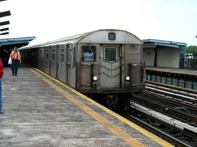 (83k, 800x600)<br><b>Country:</b> United States<br><b>City:</b> New York<br><b>System:</b> New York City Transit<br><b>Line:</b> BMT Culver Line<br><b>Location:</b> Bay Parkway (22nd Avenue) <br><b>Route:</b> F<br><b>Car:</b> R-32 (Budd, 1964)  3541 <br><b>Photo by:</b> David of Broadway<br><b>Date:</b> 6/8/2003<br><b>Viewed (this week/total):</b> 2 / 4386