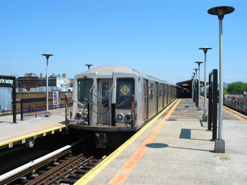 (61k, 800x600)<br><b>Country:</b> United States<br><b>City:</b> New York<br><b>System:</b> New York City Transit<br><b>Line:</b> BMT West End Line<br><b>Location:</b> Bay Parkway <br><b>Route:</b> Q<br><b>Car:</b> R-40 (St. Louis, 1968)  4423 <br><b>Photo by:</b> David of Broadway<br><b>Date:</b> 6/9/2003<br><b>Viewed (this week/total):</b> 0 / 6230
