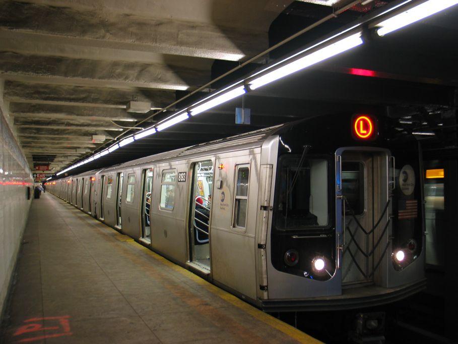 (88k, 909x682)<br><b>Country:</b> United States<br><b>City:</b> New York<br><b>System:</b> New York City Transit<br><b>Line:</b> BMT Canarsie Line<br><b>Location:</b> Graham Avenue <br><b>Route:</b> L<br><b>Car:</b> R-143 (Kawasaki, 2001-2002) 8193 <br><b>Photo by:</b> Brian Weinberg<br><b>Date:</b> 3/10/2004<br><b>Viewed (this week/total):</b> 0 / 5287