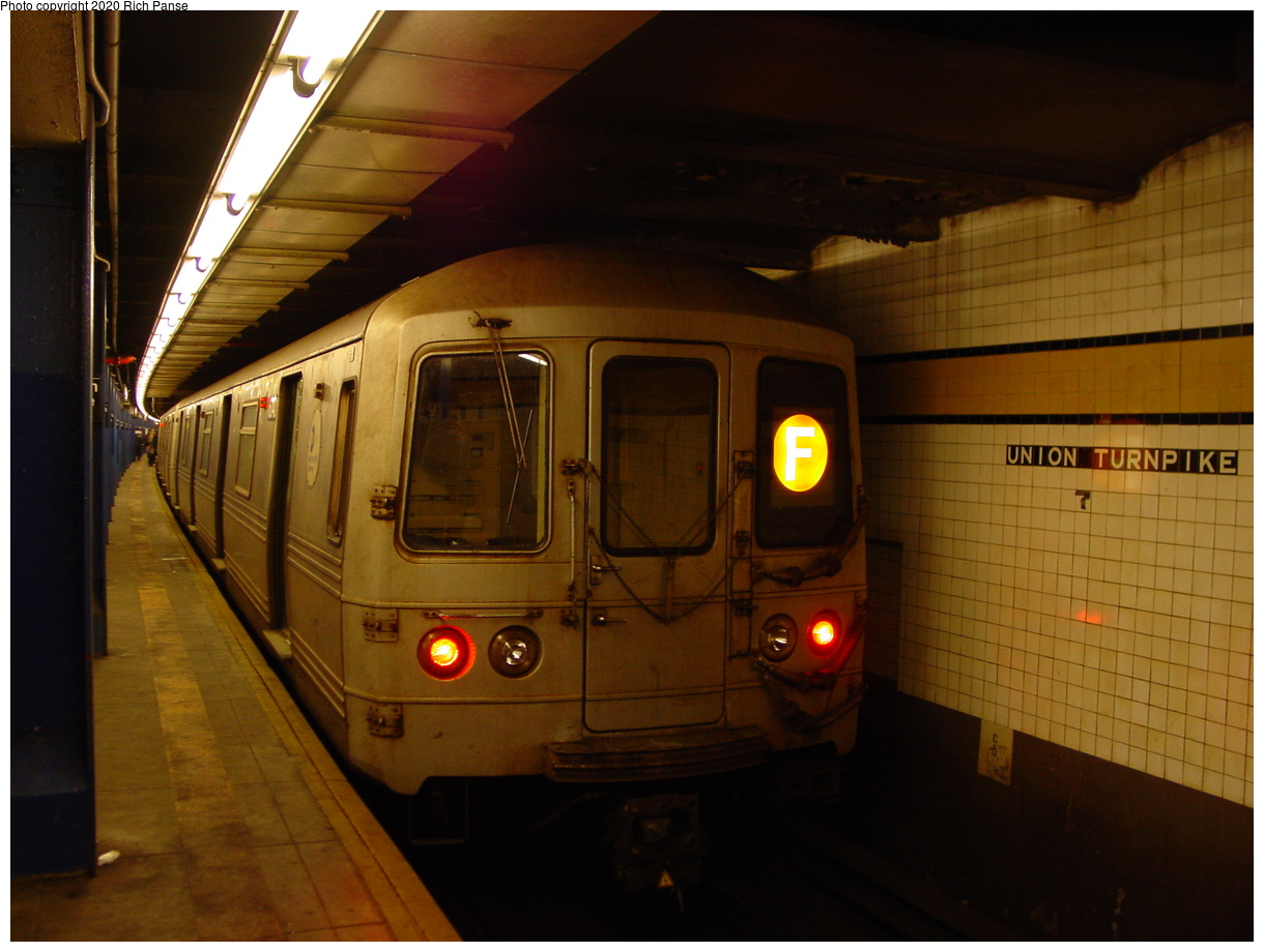 (74k, 820x620)<br><b>Country:</b> United States<br><b>City:</b> New York<br><b>System:</b> New York City Transit<br><b>Line:</b> IND Queens Boulevard Line<br><b>Location:</b> Union Turnpike/Kew Gardens <br><b>Route:</b> F<br><b>Car:</b> R-46 (Pullman-Standard, 1974-75) 6040 <br><b>Photo by:</b> Richard Panse<br><b>Date:</b> 2/4/2004<br><b>Viewed (this week/total):</b> 0 / 4335