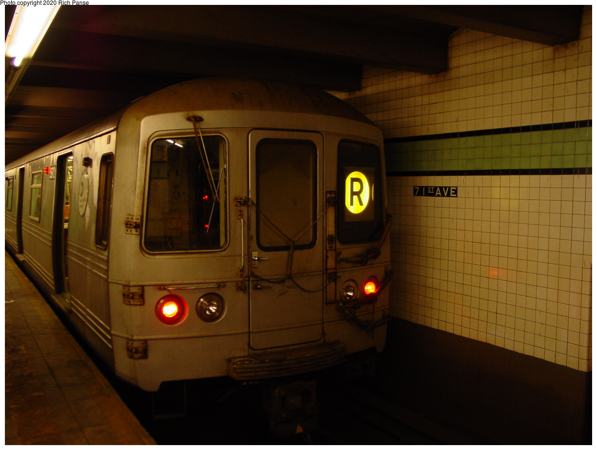 (57k, 820x620)<br><b>Country:</b> United States<br><b>City:</b> New York<br><b>System:</b> New York City Transit<br><b>Line:</b> IND Queens Boulevard Line<br><b>Location:</b> 71st/Continental Aves./Forest Hills <br><b>Route:</b> R<br><b>Car:</b> R-46 (Pullman-Standard, 1974-75) 5972 <br><b>Photo by:</b> Richard Panse<br><b>Date:</b> 2/4/2004<br><b>Viewed (this week/total):</b> 0 / 4205