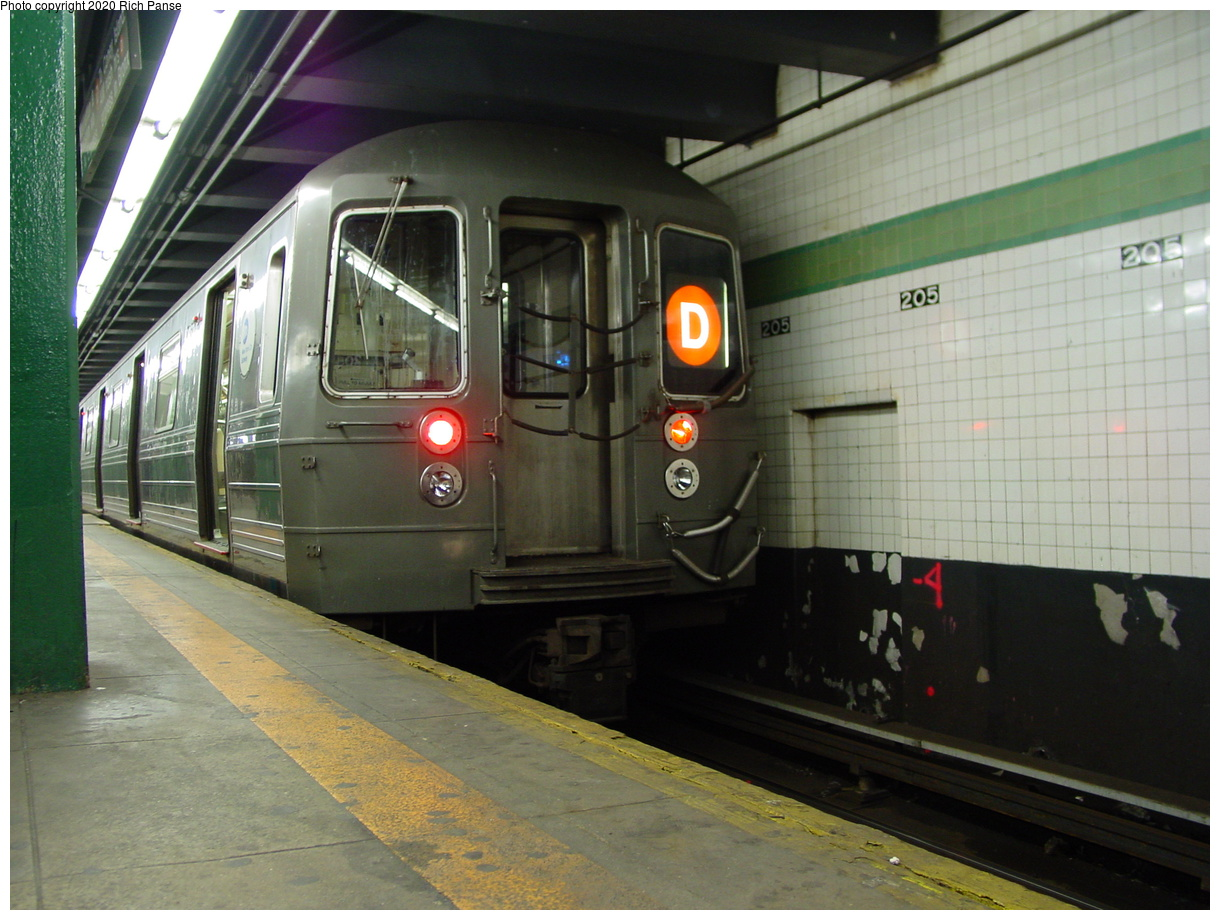 (78k, 820x620)<br><b>Country:</b> United States<br><b>City:</b> New York<br><b>System:</b> New York City Transit<br><b>Line:</b> IND Concourse Line<br><b>Location:</b> 205th Street <br><b>Route:</b> D<br><b>Car:</b> R-68/R-68A Series (Number Unknown)  <br><b>Photo by:</b> Richard Panse<br><b>Date:</b> 2/28/2004<br><b>Viewed (this week/total):</b> 0 / 5575