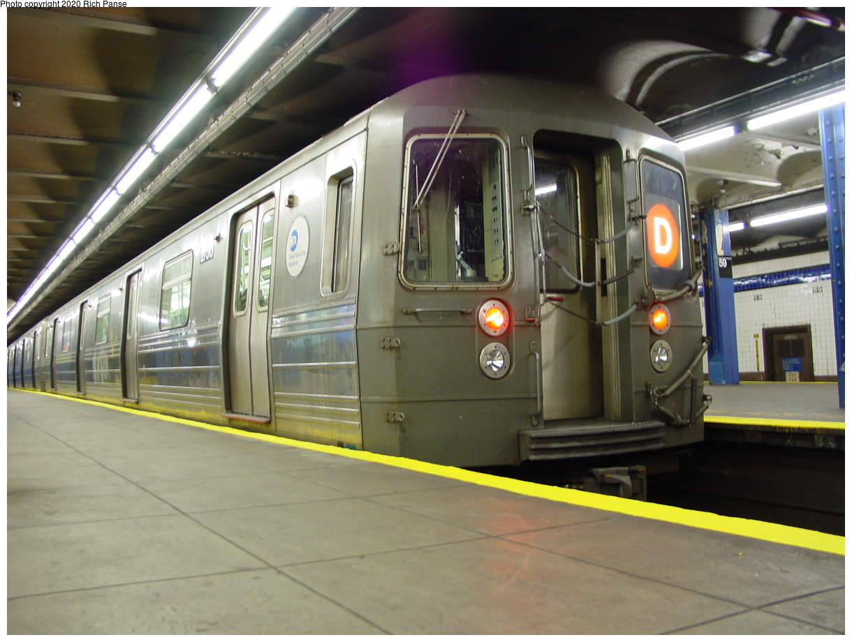 (76k, 820x620)<br><b>Country:</b> United States<br><b>City:</b> New York<br><b>System:</b> New York City Transit<br><b>Line:</b> IND 8th Avenue Line<br><b>Location:</b> 59th Street/Columbus Circle <br><b>Route:</b> D<br><b>Car:</b> R-68 (Westinghouse-Amrail, 1986-1988)  2750 <br><b>Photo by:</b> Richard Panse<br><b>Date:</b> 2/29/2004<br><b>Viewed (this week/total):</b> 0 / 4054