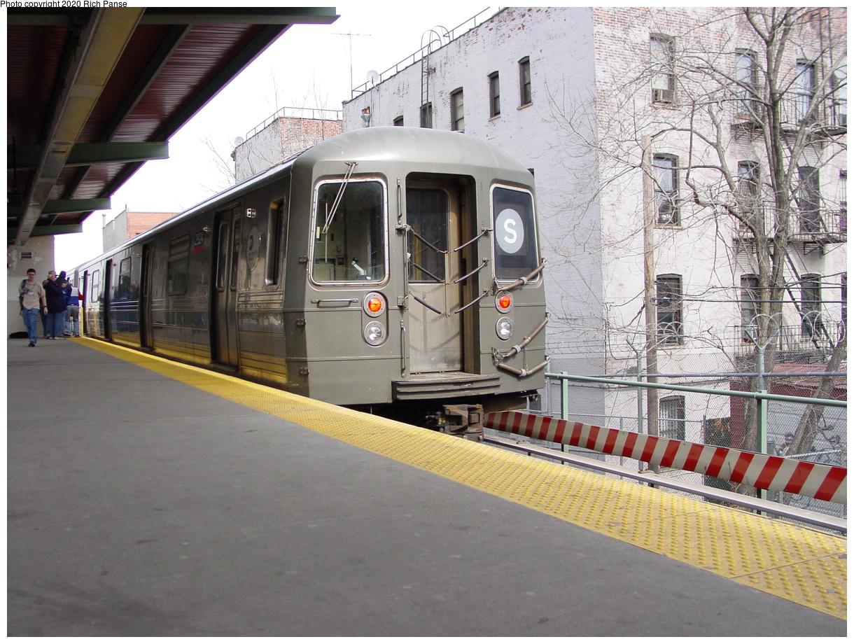 (100k, 820x620)<br><b>Country:</b> United States<br><b>City:</b> New York<br><b>System:</b> New York City Transit<br><b>Line:</b> BMT Franklin<br><b>Location:</b> Park Place <br><b>Route:</b> Franklin Shuttle<br><b>Car:</b> R-68 (Westinghouse-Amrail, 1986-1988)  2924 <br><b>Photo by:</b> Richard Panse<br><b>Date:</b> 2/29/2004<br><b>Viewed (this week/total):</b> 0 / 8179