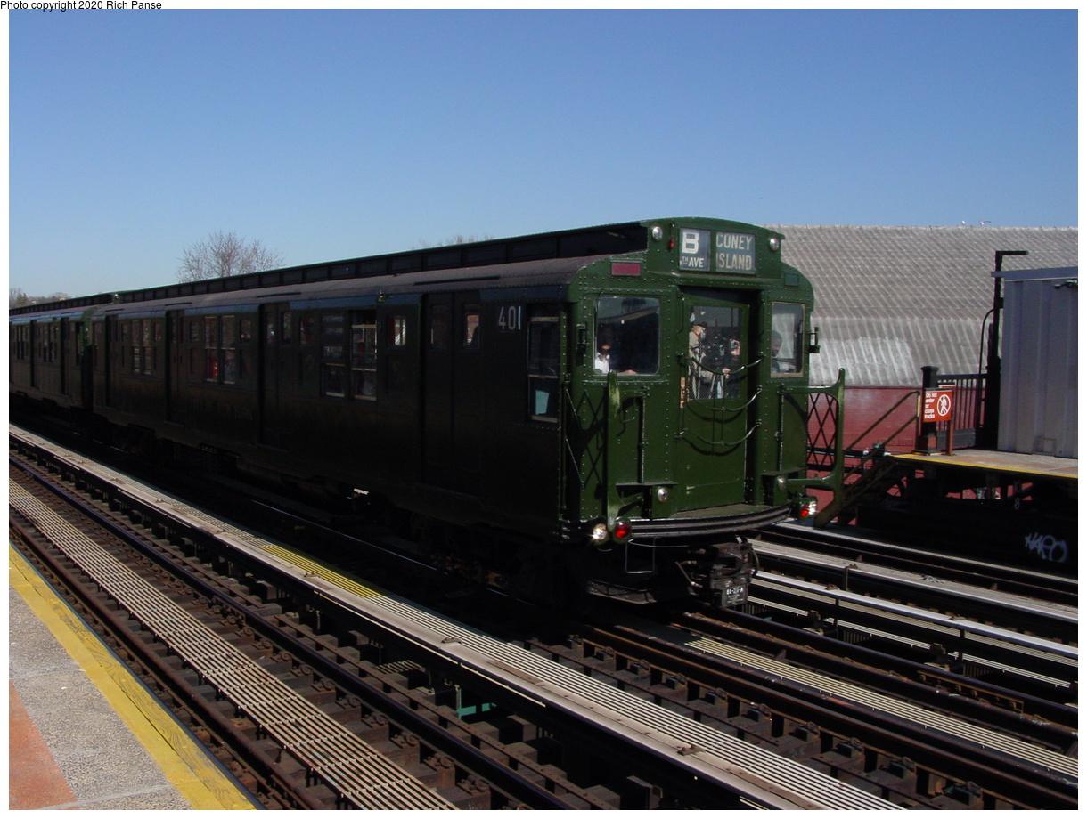 (95k, 820x620)<br><b>Country:</b> United States<br><b>City:</b> New York<br><b>System:</b> New York City Transit<br><b>Line:</b> BMT West End Line<br><b>Location:</b> Fort Hamilton Parkway <br><b>Route:</b> Fan Trip<br><b>Car:</b> R-4 (American Car & Foundry, 1932-1933) 401 <br><b>Photo by:</b> Richard Panse<br><b>Date:</b> 2/28/2004<br><b>Viewed (this week/total):</b> 0 / 3263