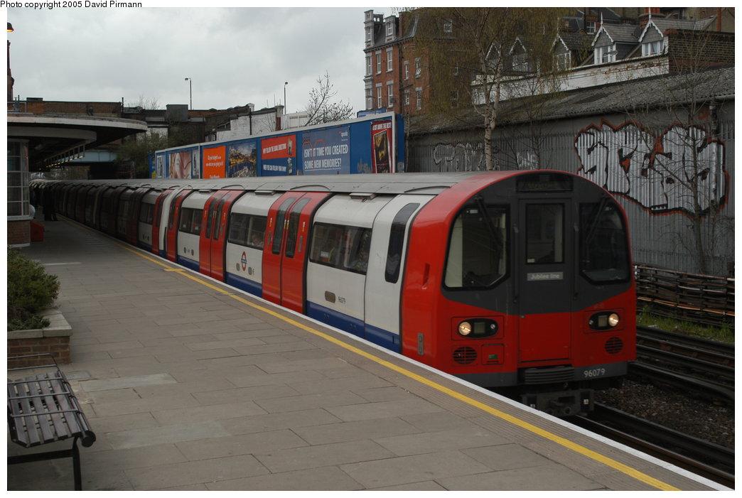 (195k, 1044x701)<br><b>Country:</b> United Kingdom<br><b>City:</b> London<br><b>System:</b> London Underground<br><b>Line:</b> Jubilee<br><b>Location:</b> West Hampstead <br><b>Car:</b> 1996 Tube Stock 96079 <br><b>Photo by:</b> David Pirmann<br><b>Date:</b> 4/3/2004<br><b>Viewed (this week/total):</b> 1 / 3914