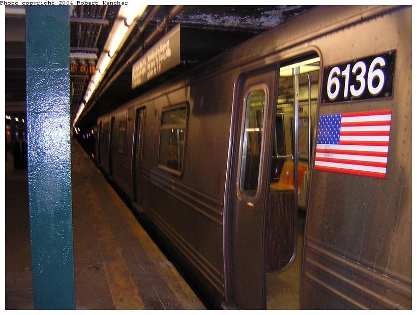 (118k, 820x620)<br><b>Country:</b> United States<br><b>City:</b> New York<br><b>System:</b> New York City Transit<br><b>Line:</b> IND Crosstown Line<br><b>Location:</b> Court Square <br><b>Route:</b> G<br><b>Car:</b> R-46 (Pullman-Standard, 1974-75) 6136 <br><b>Photo by:</b> Robert Mencher<br><b>Date:</b> 4/5/2004<br><b>Viewed (this week/total):</b> 2 / 4885