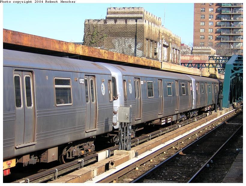 (144k, 820x620)<br><b>Country:</b> United States<br><b>City:</b> New York<br><b>System:</b> New York City Transit<br><b>Line:</b> IND Crosstown Line<br><b>Location:</b> 4th Avenue <br><b>Route:</b> F<br><b>Car:</b> R-46 (Pullman-Standard, 1974-75) 6102 <br><b>Photo by:</b> Robert Mencher<br><b>Date:</b> 4/5/2004<br><b>Viewed (this week/total):</b> 0 / 3413