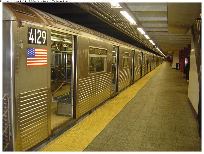 (99k, 820x620)<br><b>Country:</b> United States<br><b>City:</b> New York<br><b>System:</b> New York City Transit<br><b>Line:</b> IND 8th Avenue Line<br><b>Location:</b> 207th Street <br><b>Route:</b> A<br><b>Car:</b> R-38 (St. Louis, 1966-1967)  4129 <br><b>Photo by:</b> Michael Tricarico<br><b>Date:</b> 4/13/2004<br><b>Viewed (this week/total):</b> 0 / 4848