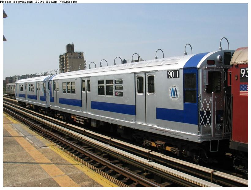 (83k, 820x620)<br><b>Country:</b> United States<br><b>City:</b> New York<br><b>System:</b> New York City Transit<br><b>Line:</b> IRT West Side Line<br><b>Location:</b> 238th Street <br><b>Route:</b> Fan Trip<br><b>Car:</b> R-33 Main Line (St. Louis, 1962-63) 9011 <br><b>Photo by:</b> Brian Weinberg<br><b>Date:</b> 4/18/2004<br><b>Viewed (this week/total):</b> 6 / 3058