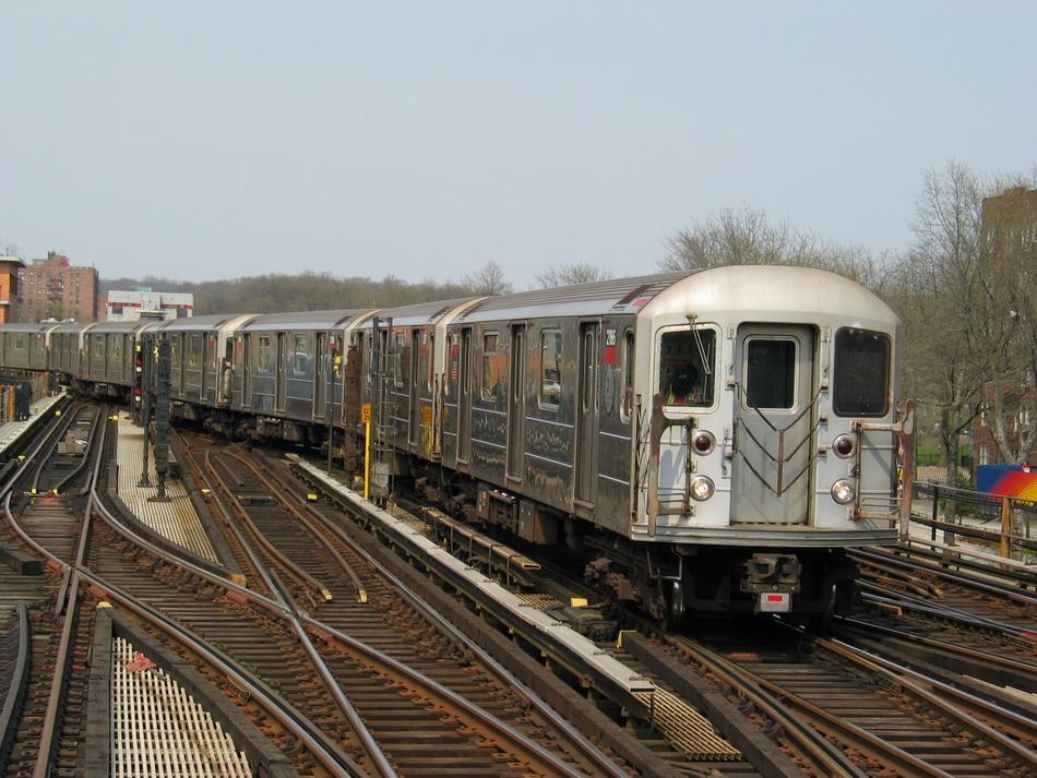 (113k, 950x713)<br><b>Country:</b> United States<br><b>City:</b> New York<br><b>System:</b> New York City Transit<br><b>Line:</b> IRT West Side Line<br><b>Location:</b> 238th Street <br><b>Route:</b> 1<br><b>Car:</b> R-62A (Bombardier, 1984-1987)  2186 <br><b>Photo by:</b> David of Broadway<br><b>Date:</b> 4/18/2004<br><b>Viewed (this week/total):</b> 1 / 2948