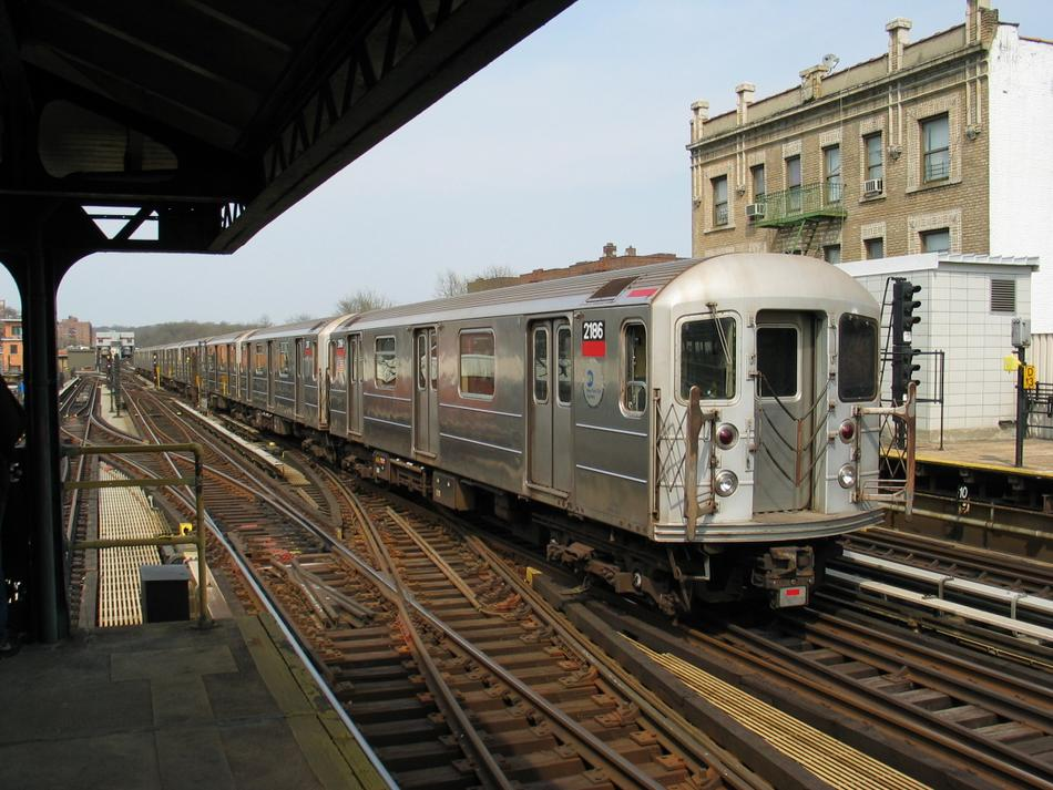 (118k, 950x713)<br><b>Country:</b> United States<br><b>City:</b> New York<br><b>System:</b> New York City Transit<br><b>Line:</b> IRT West Side Line<br><b>Location:</b> 238th Street <br><b>Route:</b> 1<br><b>Car:</b> R-62A (Bombardier, 1984-1987)  2186 <br><b>Photo by:</b> David of Broadway<br><b>Date:</b> 4/18/2004<br><b>Viewed (this week/total):</b> 0 / 3577