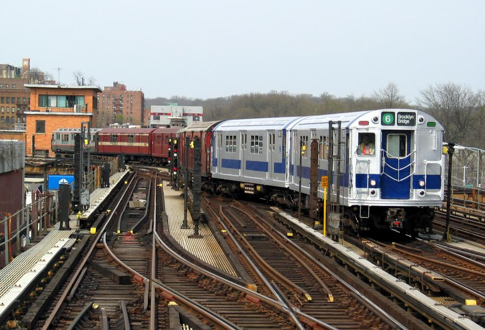 (111k, 950x647)<br><b>Country:</b> United States<br><b>City:</b> New York<br><b>System:</b> New York City Transit<br><b>Line:</b> IRT West Side Line<br><b>Location:</b> 238th Street <br><b>Route:</b> Fan Trip<br><b>Car:</b> R-33 Main Line (St. Louis, 1962-63) 9010 <br><b>Photo by:</b> David of Broadway<br><b>Date:</b> 4/18/2004<br><b>Viewed (this week/total):</b> 0 / 4470