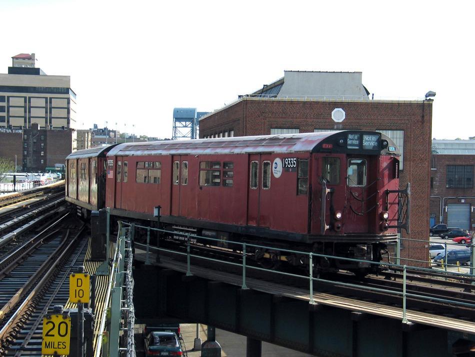 (98k, 950x713)<br><b>Country:</b> United States<br><b>City:</b> New York<br><b>System:</b> New York City Transit<br><b>Line:</b> IRT West Side Line<br><b>Location:</b> 207th Street <br><b>Route:</b> Work Service<br><b>Car:</b> R-33 World's Fair (St. Louis, 1963-64) 9335 <br><b>Photo by:</b> David of Broadway<br><b>Date:</b> 4/25/2004<br><b>Viewed (this week/total):</b> 0 / 4283