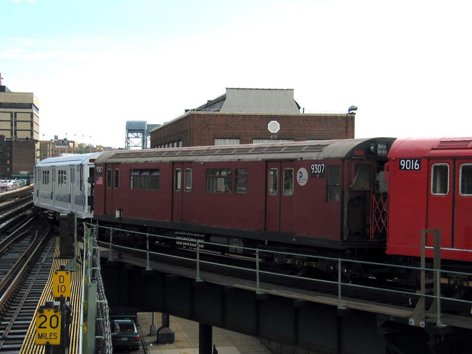 (72k, 950x713)<br><b>Country:</b> United States<br><b>City:</b> New York<br><b>System:</b> New York City Transit<br><b>Line:</b> IRT West Side Line<br><b>Location:</b> 207th Street <br><b>Route:</b> Fan Trip<br><b>Car:</b> R-33 World's Fair (St. Louis, 1963-64) 9307 <br><b>Photo by:</b> David of Broadway<br><b>Date:</b> 4/25/2004<br><b>Viewed (this week/total):</b> 0 / 3293