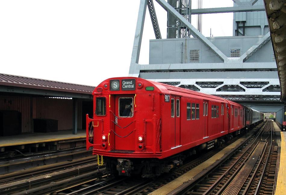 (93k, 950x648)<br><b>Country:</b> United States<br><b>City:</b> New York<br><b>System:</b> New York City Transit<br><b>Line:</b> IRT West Side Line<br><b>Location:</b> 225th Street <br><b>Route:</b> Fan Trip<br><b>Car:</b> R-33 Main Line (St. Louis, 1962-63) 9017 <br><b>Photo by:</b> David of Broadway<br><b>Date:</b> 4/25/2004<br><b>Viewed (this week/total):</b> 0 / 3784