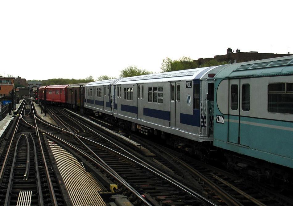 (80k, 950x669)<br><b>Country:</b> United States<br><b>City:</b> New York<br><b>System:</b> New York City Transit<br><b>Line:</b> IRT West Side Line<br><b>Location:</b> 238th Street <br><b>Route:</b> Fan Trip<br><b>Car:</b> R-33 Main Line (St. Louis, 1962-63) 9010 <br><b>Photo by:</b> David of Broadway<br><b>Date:</b> 4/25/2004<br><b>Viewed (this week/total):</b> 1 / 2981