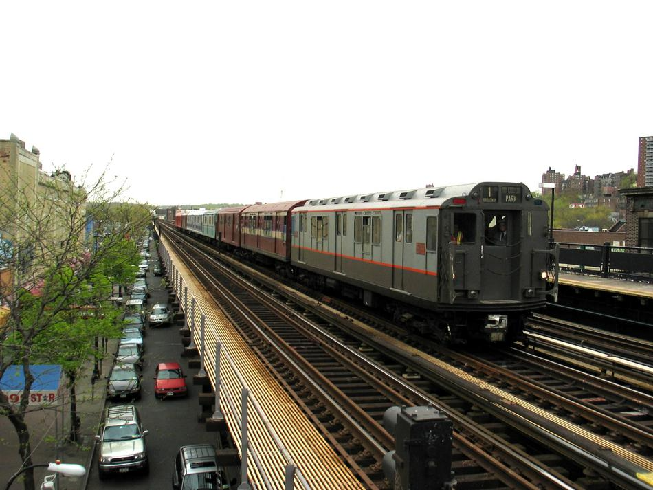 (97k, 950x713)<br><b>Country:</b> United States<br><b>City:</b> New York<br><b>System:</b> New York City Transit<br><b>Line:</b> IRT West Side Line<br><b>Location:</b> 231st Street <br><b>Route:</b> Fan Trip<br><b>Car:</b> R-12 (American Car & Foundry, 1948) 5760 <br><b>Photo by:</b> David of Broadway<br><b>Date:</b> 4/25/2004<br><b>Viewed (this week/total):</b> 1 / 3959