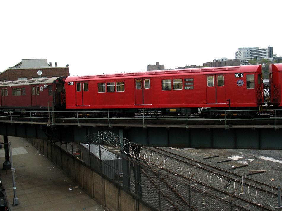 (80k, 950x713)<br><b>Country:</b> United States<br><b>City:</b> New York<br><b>System:</b> New York City Transit<br><b>Location:</b> 207th Street Yard<br><b>Route:</b> Fan Trip<br><b>Car:</b> R-33 Main Line (St. Louis, 1962-63) 9016 <br><b>Photo by:</b> David of Broadway<br><b>Date:</b> 4/25/2004<br><b>Viewed (this week/total):</b> 0 / 3211