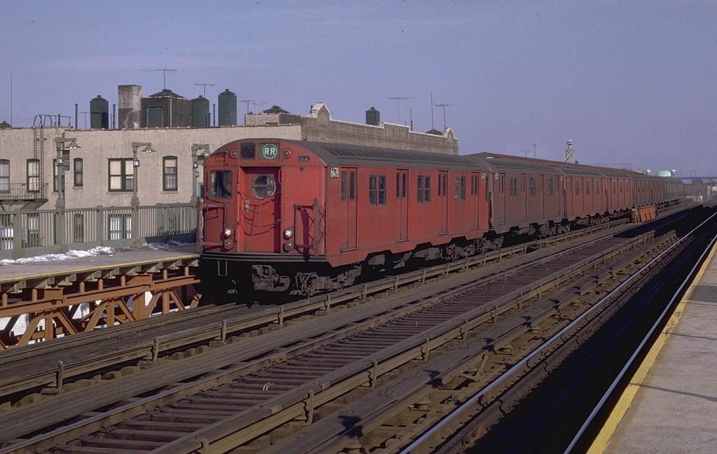 (188k, 1024x648)<br><b>Country:</b> United States<br><b>City:</b> New York<br><b>System:</b> New York City Transit<br><b>Line:</b> BMT Astoria Line<br><b>Location:</b> Broadway <br><b>Route:</b> RR<br><b>Car:</b> R-16 (American Car & Foundry, 1955) 6478 <br><b>Photo by:</b> Joe Testagrose<br><b>Date:</b> 1/11/1970<br><b>Viewed (this week/total):</b> 0 / 4323