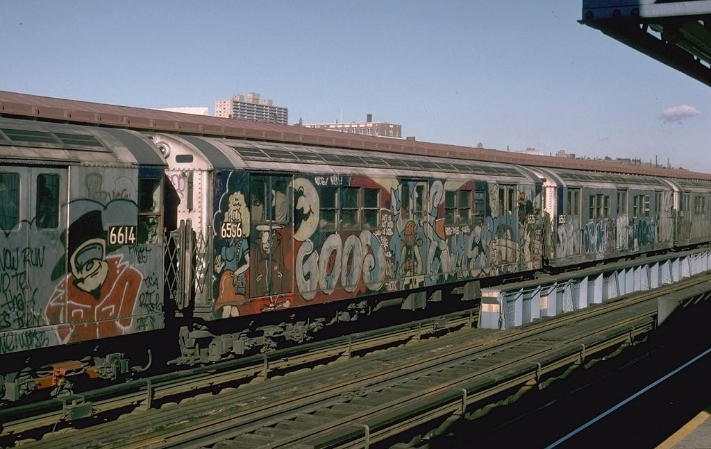 (200k, 1024x647)<br><b>Country:</b> United States<br><b>City:</b> New York<br><b>System:</b> New York City Transit<br><b>Line:</b> IRT Woodlawn Line<br><b>Location:</b> 161st Street/River Avenue (Yankee Stadium) <br><b>Route:</b> 4<br><b>Car:</b> R-17 (St. Louis, 1955-56) 6536 <br><b>Photo by:</b> Joe Testagrose<br><b>Date:</b> 12/11/1977<br><b>Viewed (this week/total):</b> 13 / 7229