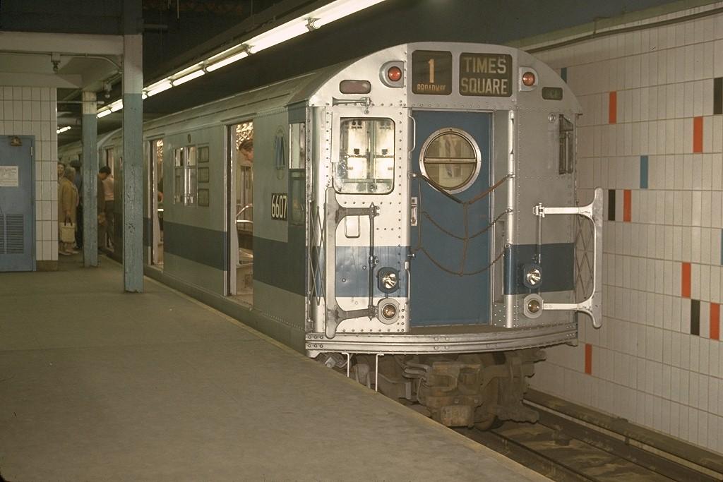 (170k, 1024x683)<br><b>Country:</b> United States<br><b>City:</b> New York<br><b>System:</b> New York City Transit<br><b>Line:</b> IRT Times Square-Grand Central Shuttle<br><b>Location:</b> Grand Central <br><b>Car:</b> R-17 (St. Louis, 1955-56) 6607 <br><b>Photo by:</b> Joe Testagrose<br><b>Date:</b> 5/30/1970<br><b>Viewed (this week/total):</b> 0 / 4177