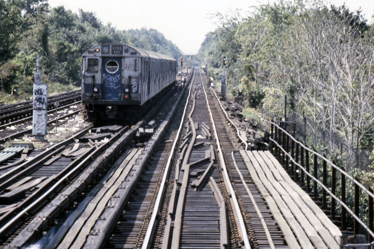 (586k, 1024x682)<br><b>Country:</b> United States<br><b>City:</b> New York<br><b>System:</b> New York City Transit<br><b>Line:</b> IRT Dyre Ave. Line<br><b>Location:</b> South of Dyre Avenue<br><b>Route:</b> 5<br><b>Car:</b> R-17 (St. Louis, 1955-56)  <br><b>Photo by:</b> Steve Hoskins<br><b>Collection of:</b> David Pirmann<br><b>Date:</b> 8/1979<br><b>Viewed (this week/total):</b> 4 / 5407