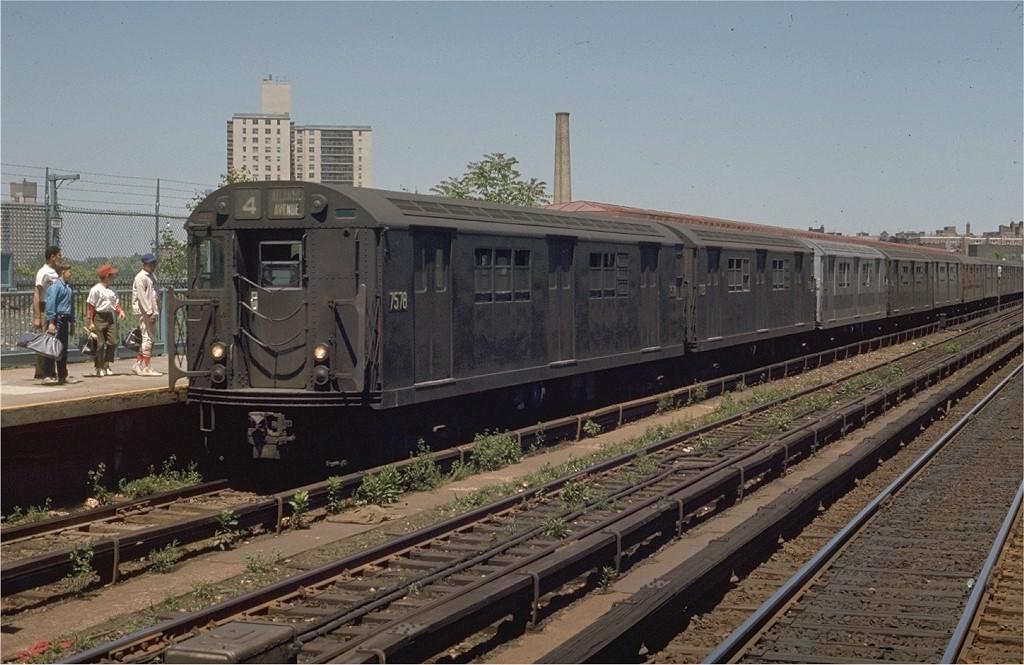(197k, 1024x665)<br><b>Country:</b> United States<br><b>City:</b> New York<br><b>System:</b> New York City Transit<br><b>Line:</b> IRT Woodlawn Line<br><b>Location:</b> Bedford Park Boulevard <br><b>Route:</b> 4<br><b>Car:</b> R-22 (St. Louis, 1957-58) 7578 <br><b>Photo by:</b> Joe Testagrose<br><b>Date:</b> 5/30/1970<br><b>Viewed (this week/total):</b> 4 / 3005