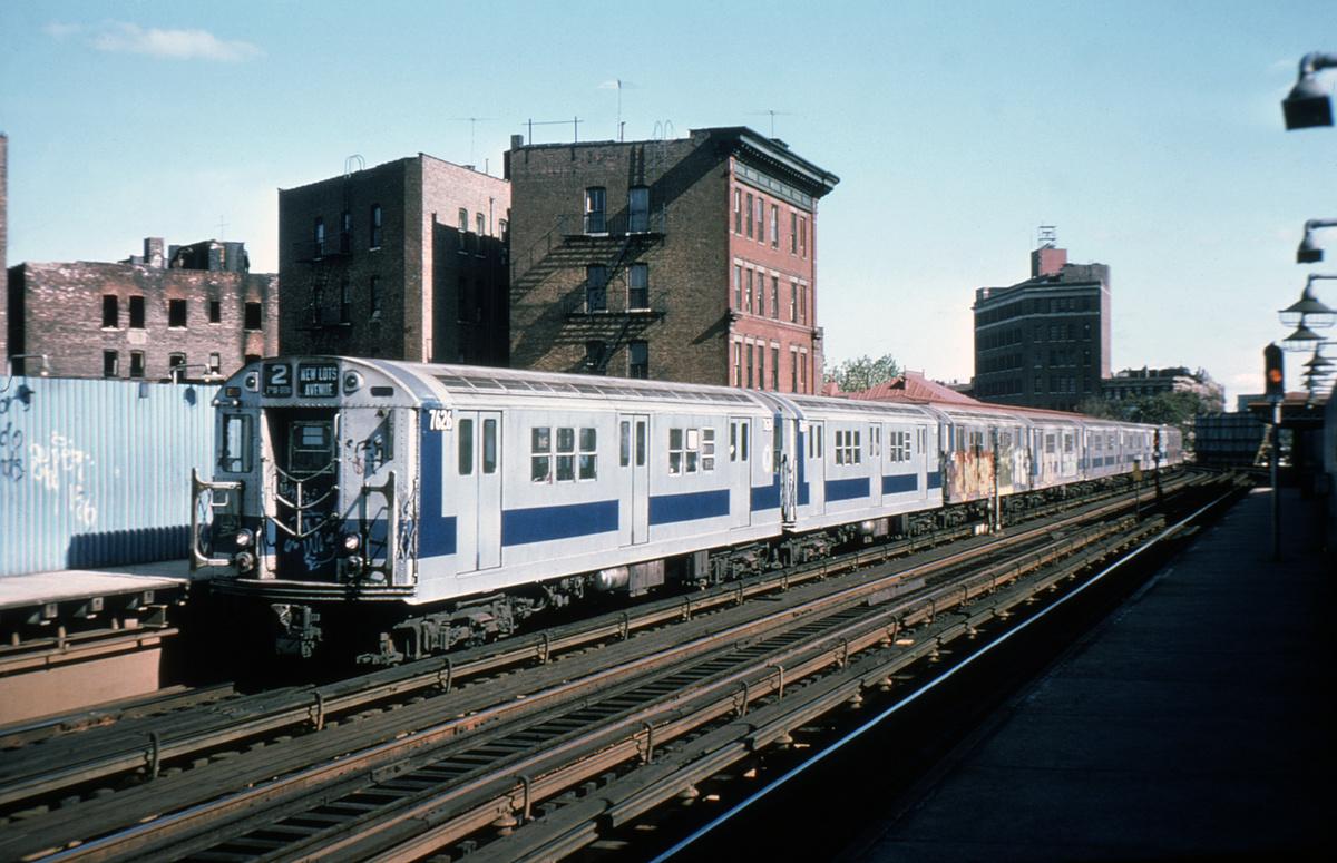 (421k, 1044x687)<br><b>Country:</b> United States<br><b>City:</b> New York<br><b>System:</b> New York City Transit<br><b>Line:</b> IRT White Plains Road Line<br><b>Location:</b> Simpson Street <br><b>Route:</b> 2<br><b>Car:</b> R-22 (St. Louis, 1957-58) 7626 <br><b>Collection of:</b> David Pirmann<br><b>Viewed (this week/total):</b> 3 / 5456