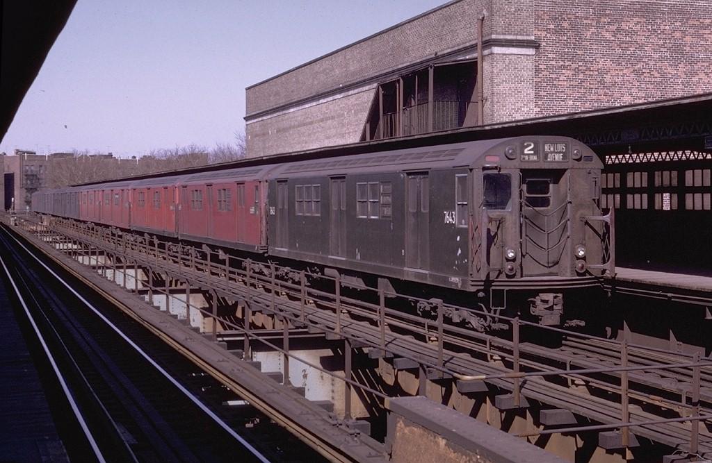 (211k, 1024x667)<br><b>Country:</b> United States<br><b>City:</b> New York<br><b>System:</b> New York City Transit<br><b>Line:</b> IRT Brooklyn Line<br><b>Location:</b> Saratoga Avenue <br><b>Route:</b> 2<br><b>Car:</b> R-22 (St. Louis, 1957-58) 7643 <br><b>Photo by:</b> Joe Testagrose<br><b>Date:</b> 4/25/1970<br><b>Viewed (this week/total):</b> 0 / 5325