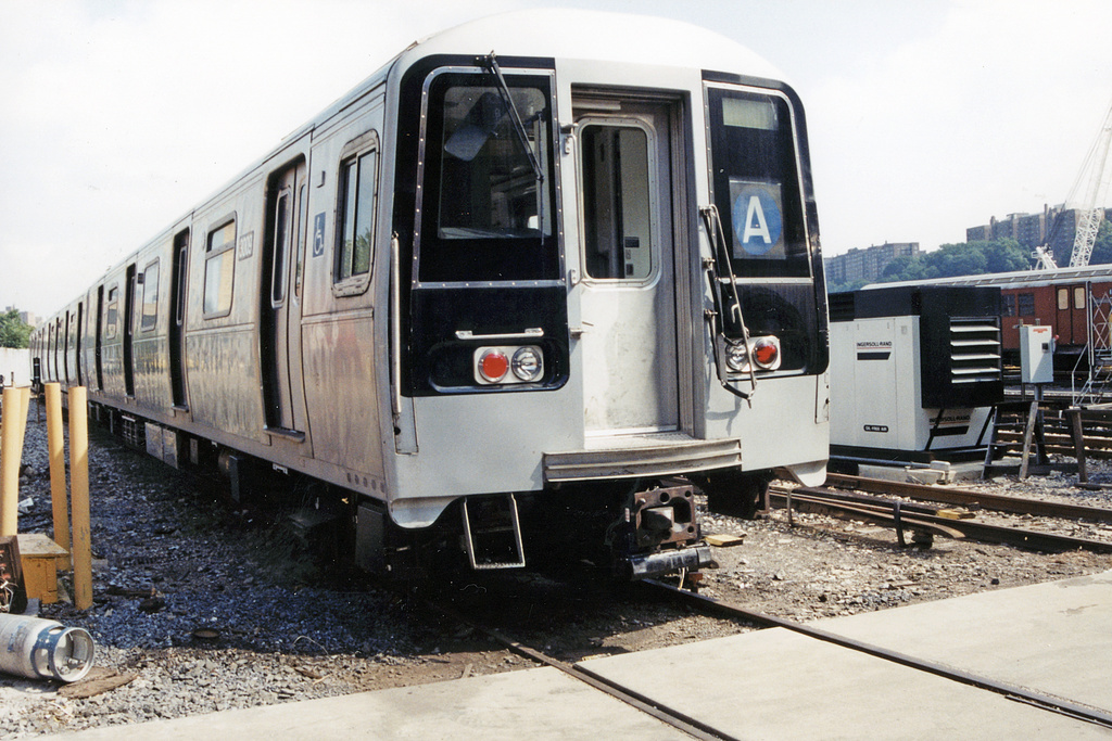 (387k, 1024x683)<br><b>Country:</b> United States<br><b>City:</b> New York<br><b>System:</b> New York City Transit<br><b>Location:</b> 207th Street Yard<br><b>Car:</b> R-110B (Bombardier, 1992) 3009 <br><b>Photo by:</b> Paul Polischuk<br><b>Date:</b> 9/9/2001<br><b>Viewed (this week/total):</b> 6 / 12930