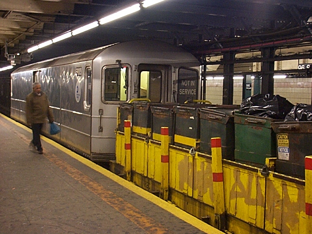 (140k, 640x480)<br><b>Country:</b> United States<br><b>City:</b> New York<br><b>System:</b> New York City Transit<br><b>Line:</b> IRT West Side Line<br><b>Location:</b> 96th Street <br><b>Car:</b> R-127/R-134 (Kawasaki, 1991-1996) EP003 <br><b>Photo by:</b> Richard Brome<br><b>Date:</b> 3/18/1999<br><b>Viewed (this week/total):</b> 0 / 7691