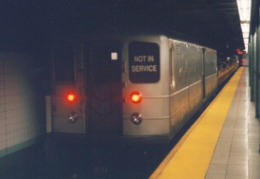 (28k, 520x359)<br><b>Country:</b> United States<br><b>City:</b> New York<br><b>System:</b> New York City Transit<br><b>Line:</b> BMT 4th Avenue<br><b>Location:</b> Pacific Street <br><b>Car:</b> R-127/R-134 (Kawasaki, 1991-1996) EP009 <br><b>Photo by:</b> Jason R. DeCesare<br><b>Date:</b> 1996<br><b>Viewed (this week/total):</b> 0 / 5104