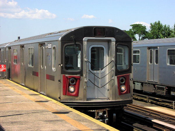 (80k, 600x450)<br><b>Country:</b> United States<br><b>City:</b> New York<br><b>System:</b> New York City Transit<br><b>Line:</b> IRT White Plains Road Line<br><b>Location:</b> Allerton Avenue <br><b>Route:</b> 2<br><b>Car:</b> R-142 (Primary Order, Bombardier, 1999-2002)  6581 <br><b>Photo by:</b> Trevor Logan<br><b>Date:</b> 7/2001<br><b>Viewed (this week/total):</b> 2 / 6381
