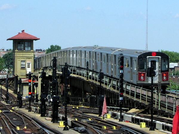 (84k, 600x450)<br><b>Country:</b> United States<br><b>City:</b> New York<br><b>System:</b> New York City Transit<br><b>Line:</b> IRT White Plains Road Line<br><b>Location:</b> 238th Street (Nereid Avenue)<br><b>Route:</b> 2<br><b>Car:</b> R-142 (Primary Order, Bombardier, 1999-2002) 6605 <br><b>Photo by:</b> Trevor Logan<br><b>Date:</b> 7/2001<br><b>Viewed (this week/total):</b> 4 / 7454