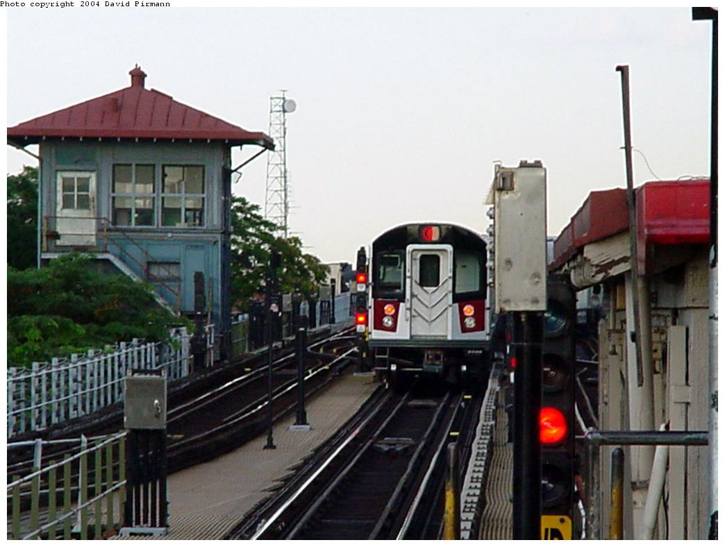 (114k, 1044x788)<br><b>Country:</b> United States<br><b>City:</b> New York<br><b>System:</b> New York City Transit<br><b>Line:</b> IRT Pelham Line<br><b>Location:</b> East 177th Street/Parkchester <br><b>Route:</b> 6<br><b>Car:</b> R-142A (Primary Order, Kawasaki, 1999-2002)  7220 <br><b>Photo by:</b> David Pirmann<br><b>Date:</b> 7/11/2000<br><b>Viewed (this week/total):</b> 1 / 6379