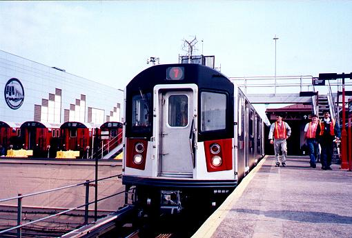 (38k, 510x345)<br><b>Country:</b> United States<br><b>City:</b> New York<br><b>System:</b> New York City Transit<br><b>Line:</b> IRT White Plains Road Line<br><b>Location:</b> East 180th Street <br><b>Car:</b> R-142A (Primary Order, Kawasaki, 1999-2002)  7215 <br><b>Photo by:</b> Trevor Logan<br><b>Date:</b> 3/9/2000<br><b>Viewed (this week/total):</b> 1 / 5291