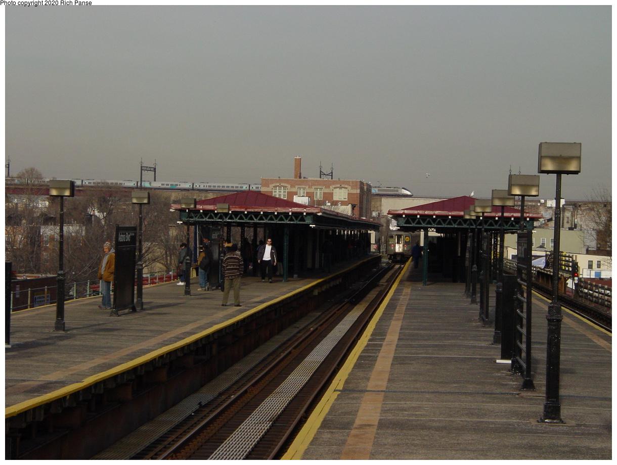 (60k, 820x620)<br><b>Country:</b> United States<br><b>City:</b> New York<br><b>System:</b> New York City Transit<br><b>Line:</b> BMT Astoria Line<br><b>Location:</b> Astoria Boulevard/Hoyt Avenue <br><b>Photo by:</b> Richard Panse<br><b>Date:</b> 2/3/2003<br><b>Viewed (this week/total):</b> 3 / 2074